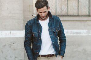 Cómo combinar una chaqueta vaquera de hombre