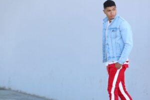 Consejos para combinar un pantalón rojo de hombre