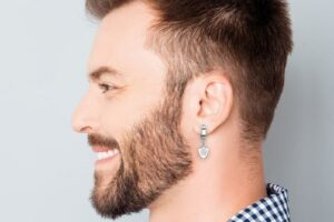 Los 10 mejores piercings de oreja de hombre